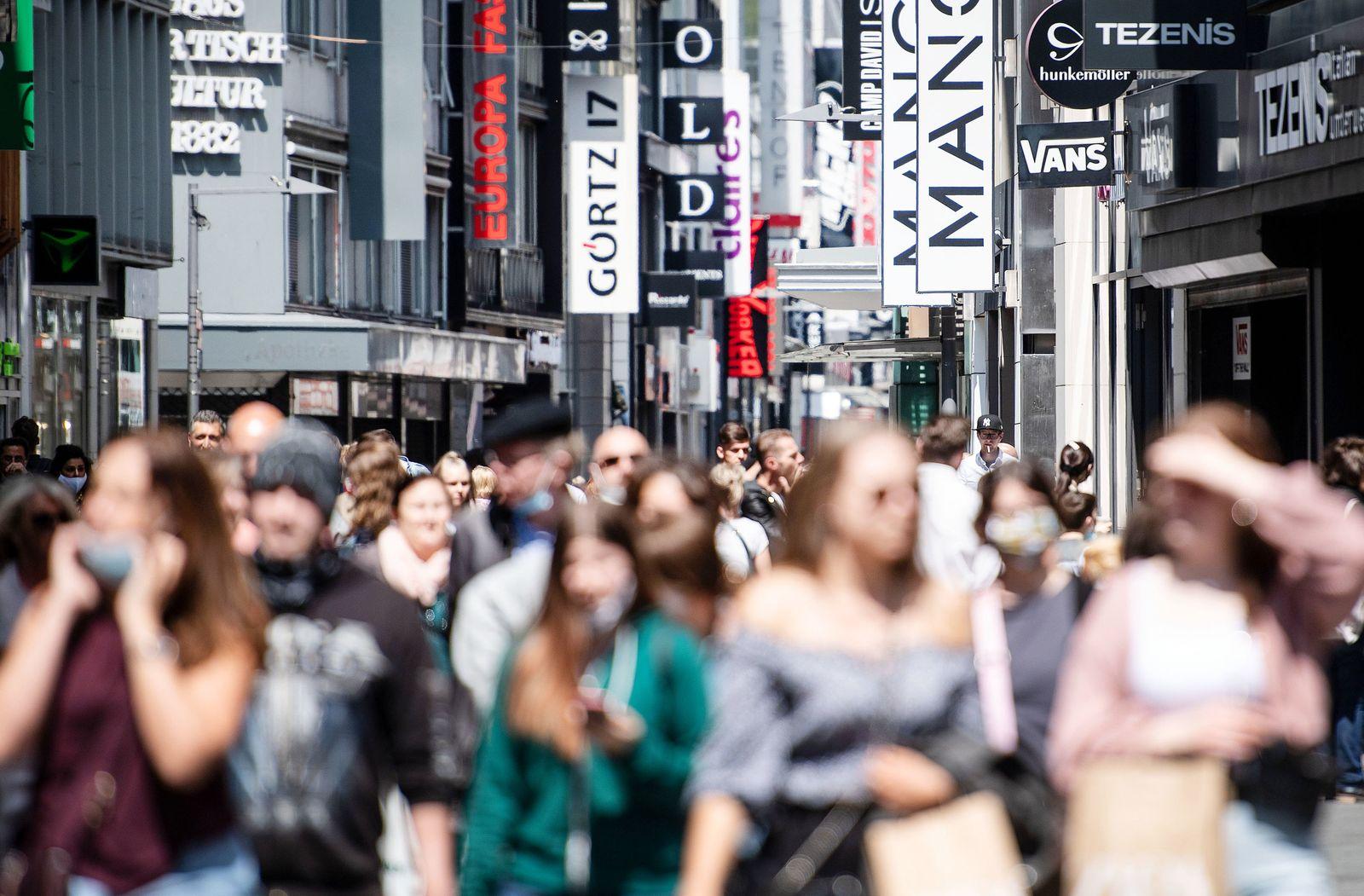 Einzelhandel:Umsätze «meilenweit entfernt» vom Normalzustand