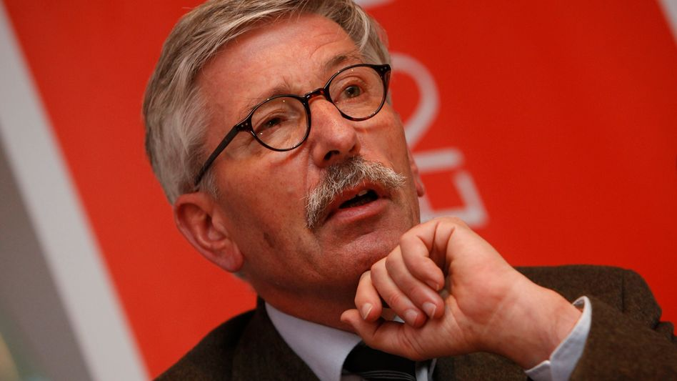 Thilo Sarrazin: Nach seinen umstrittenen Äußerungen über Ausländer hat die Bundesbank dem ehemaligen Berliner Finanzsenator Thilo Sarrazin Kompetenzen entzogen.
