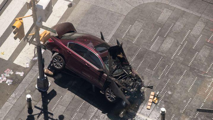 Times Square: Auto fährt in Menschenmenge
