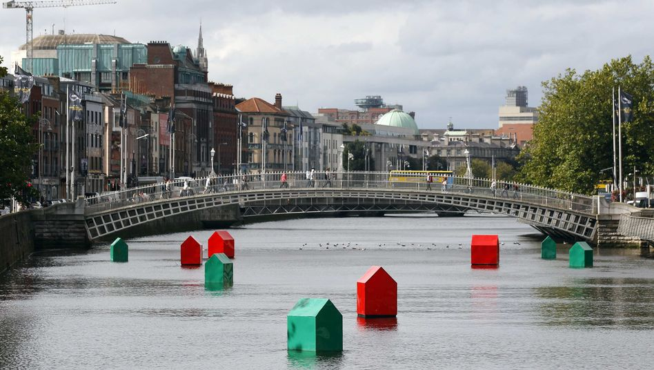 Monopoly houses and hotels in the Liffey River in the heart of Dublin: Investors are once again concerned about Irish debt.