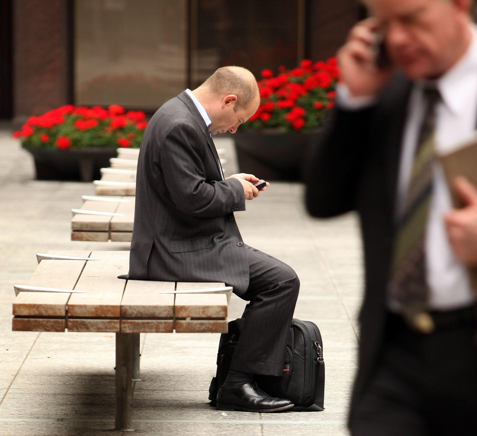 Symbolbild Berufsstress / Handy / Kommunikation