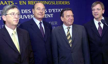 Die Gipfelteilnehmer: Jean-Claude Juncker (Luxemburg), Jacques Chirac (Frankreich), Gerhard Schröder (Deutschland) und Gastgeber Guy Verhofstadt (v.l.)