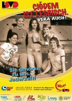 """Plakat des Lesben- und Schwulenverbandes: """"Sie gehören zu uns. Jederzeit"""""""