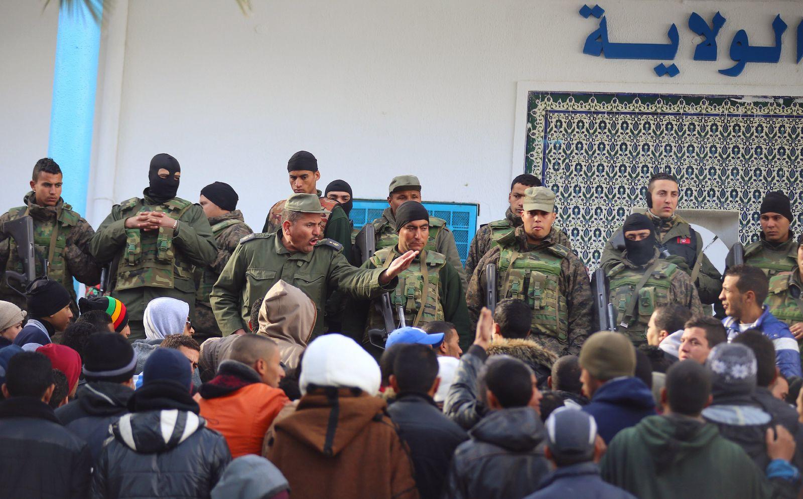 EINMALIGE VERWENDUNG Tunesien/ Kasserine/ Unruhen