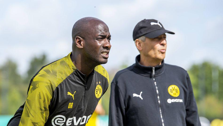 Der Talente-Trainer neben dem Cheftrainer: Otto Addo (links) und Lucien Favre beim BVB