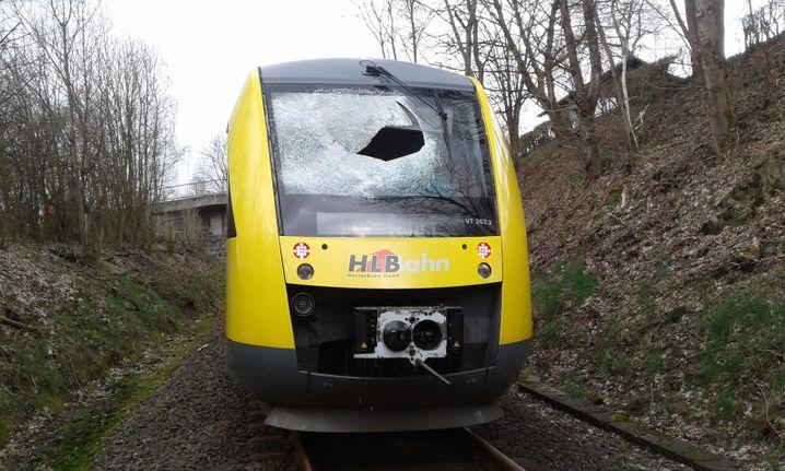 Beschädigter Zug im April 2019