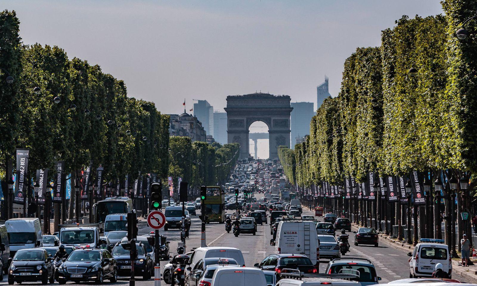 EINMALIGE VERWENDUNG Paris / Stau