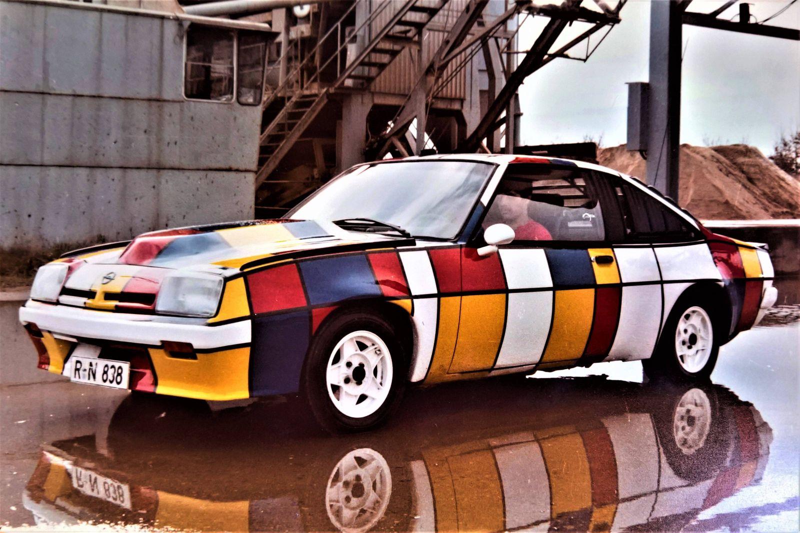 Der Opel Manta B ist ein Pkw der Adam Opel AG. Einige Ausfuehrungen sind viersitzig, zum Beispiel der Manta B GTE. Als