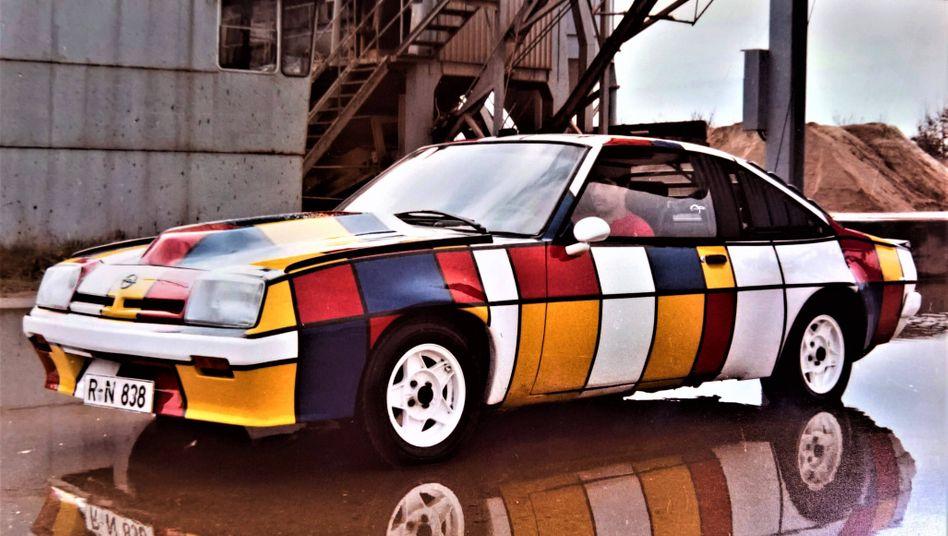 Der kürzeste Mantawitz? Steht ein Manta vor der Uni. Trotz diverser Witze über die Fahrer des Wagens war das Opel-Coupé ein großer Erfolg und gilt als Kultauto
