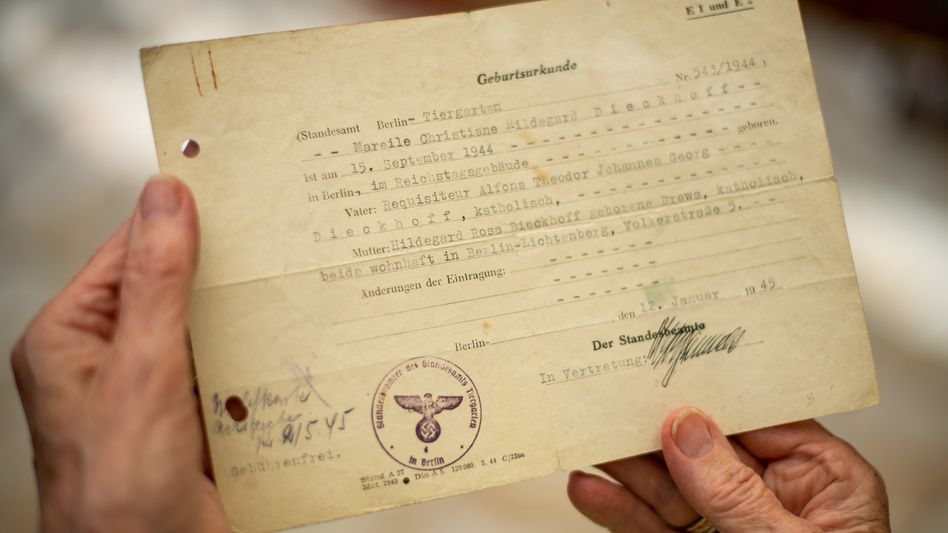 """Van der Wysts Geburtsurkunde: """"Im Reichstagsgebäude geboren"""""""