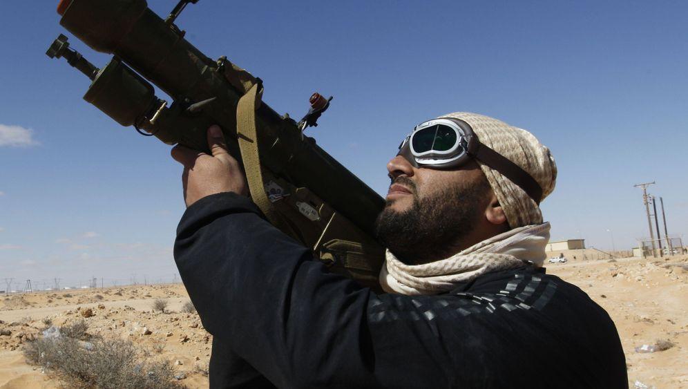 Gaddafis Waffenlager: Rebellen auf Beutezug