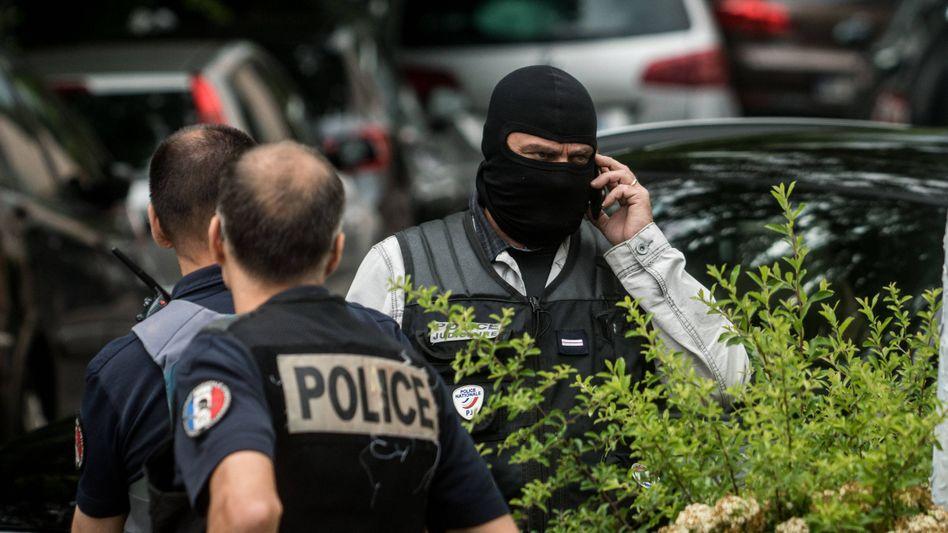 Französische Polizisten bei einem Großeinsatz (Archivbild)