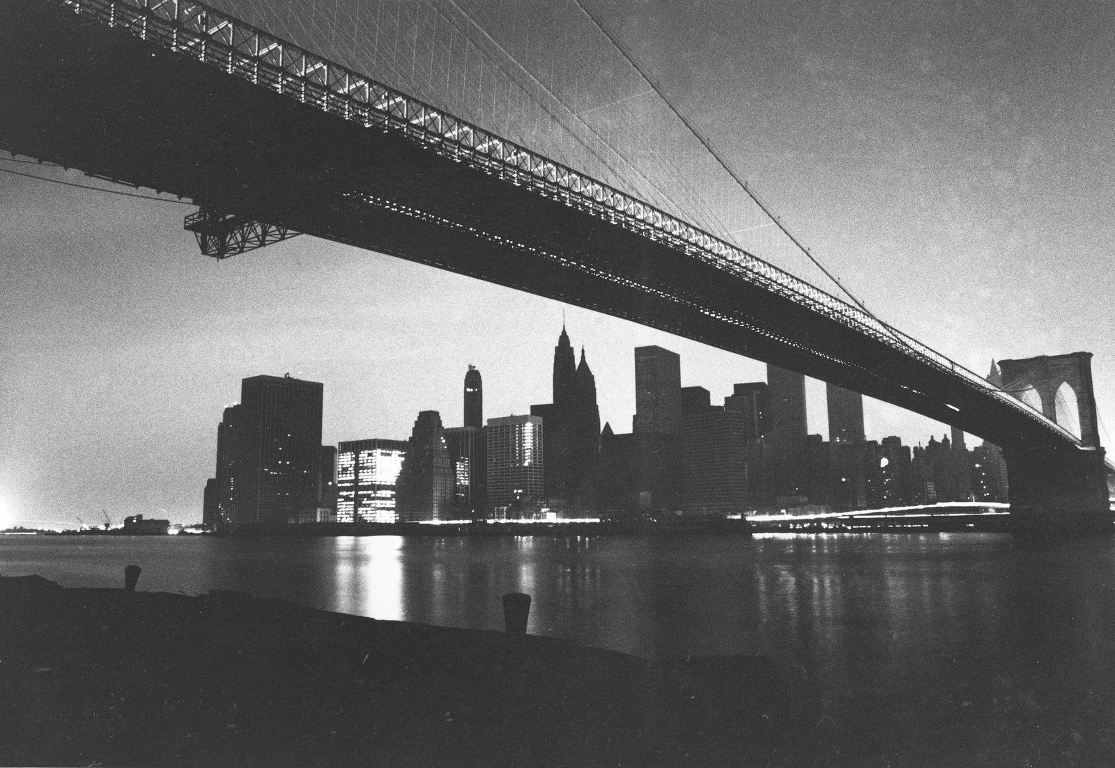Nnw York Stromausfall 1977 / Brooklyn Bridge im Blackout