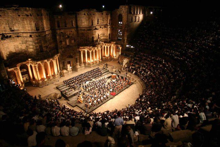 Philarmonieorchester im römischen Theater von Bosra (2004)