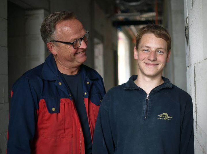 Uwe Schadwinkel (links) und Lehrling Eric Müller