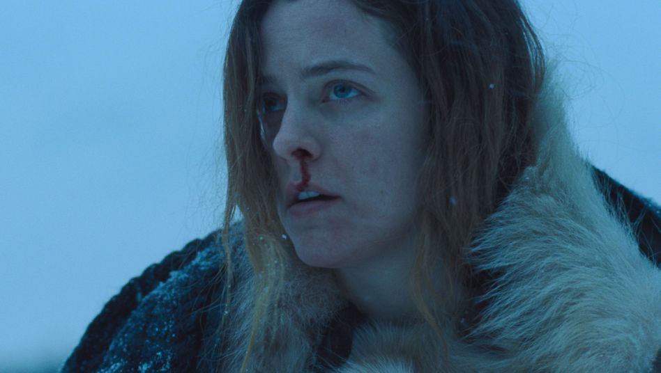 "Riley Keough als verzweifelte Stiefmutter Grace in ""The Lodge"""