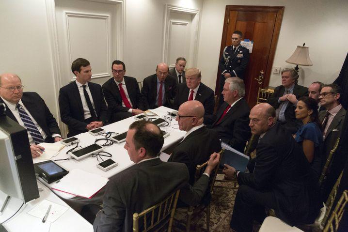Trump und Sicherheitsberater im Mar-a-Lago