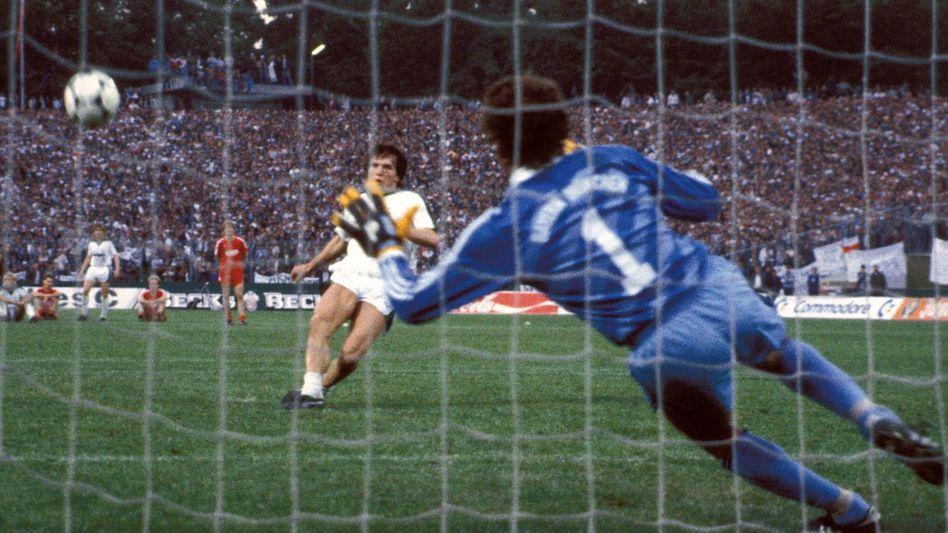 Die Mutter aller Fehlschüsse im DFB-Pokal: Lothar Matthäus, Noch-Gladbacher, verschießt im Finale 1984 gegen seinen künftigen Verein Bayern München