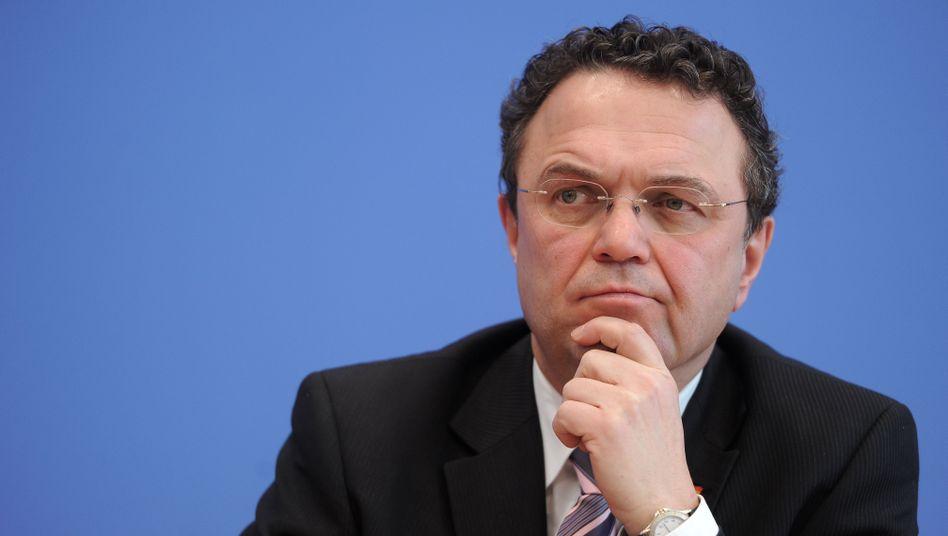 """Bundesinnenminister Hans-Peter Friedrich: """"Mit rechtlichen Lösungen vorsichtig sein"""""""