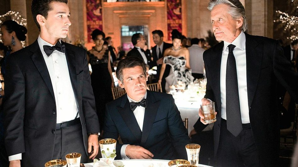 Szene aus »Wall Street: Geld schläft nicht« (mit Shia LaBeouf, Josh Broling, Michael Douglas)