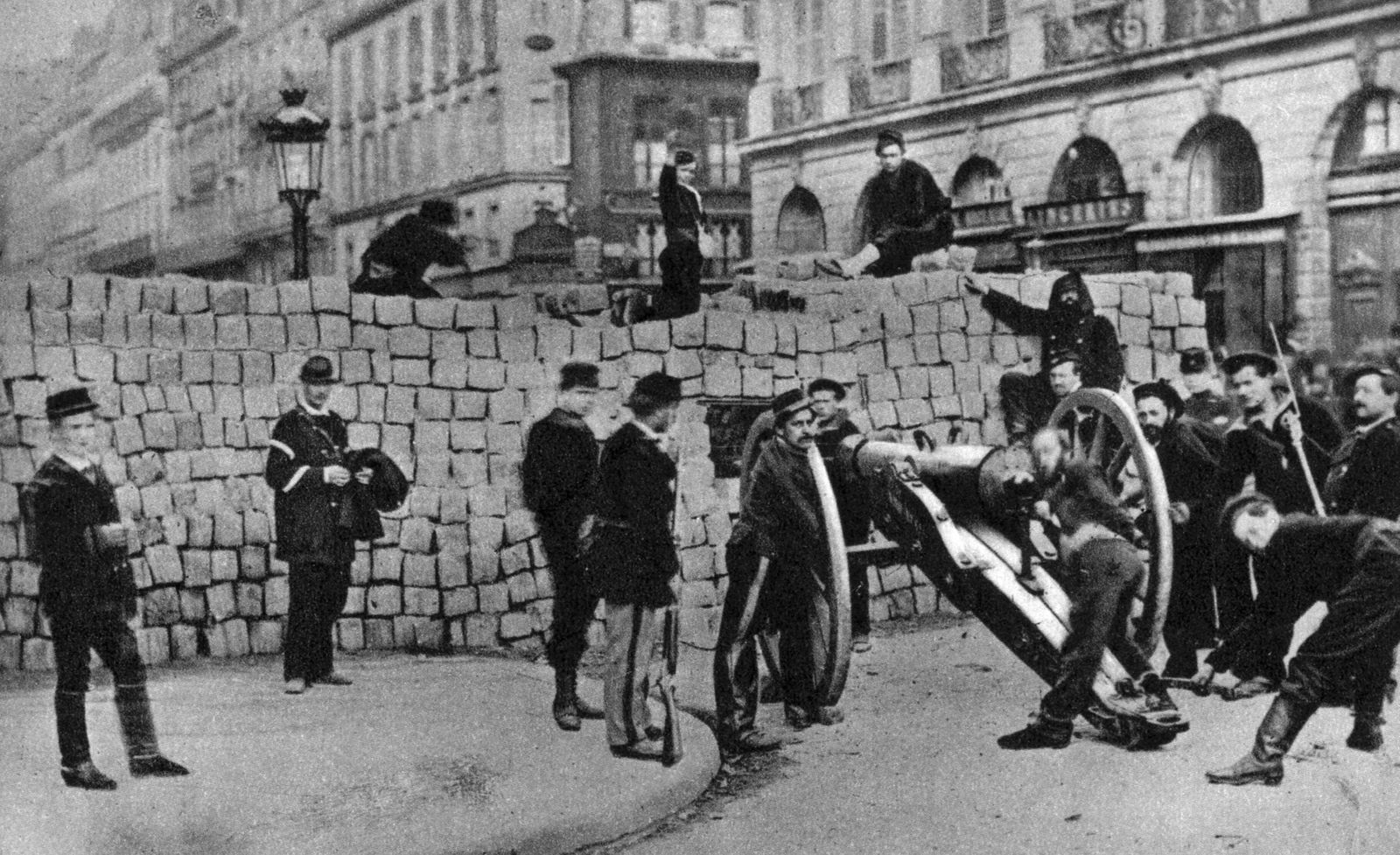 The Paris Commune barricade in the rue de la Paix The Paris Commune barricade in the rue de la Pai
