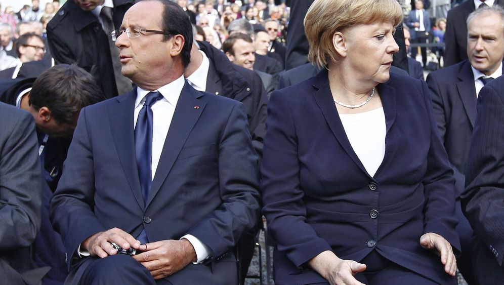 Photo Gallery: A Crisis of Confidence Between Merkel and Hollande