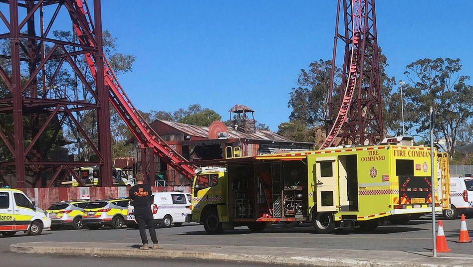 Dreamworld in Australien: Rettungskräfte vor dem Vergnügungspark (Archivbild)