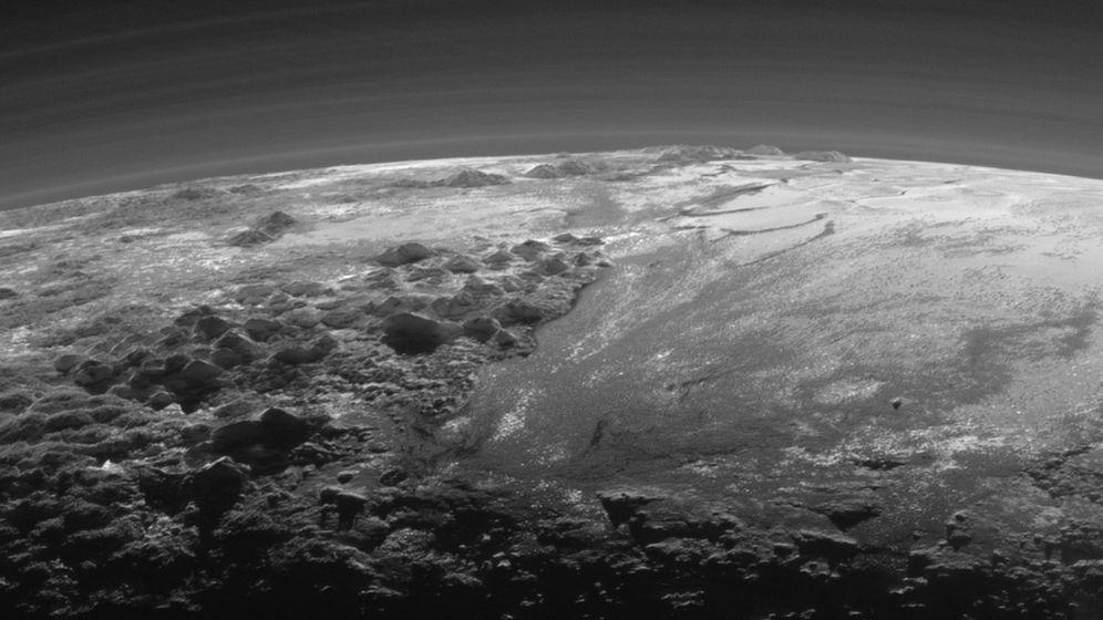 Dunstige Eislandschaft: Gletscher auf Pluto