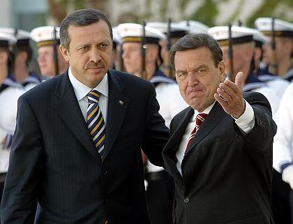 Schröder und der türkische Ministerpräsident Recep Tayyip Erdogan (2003): Verfechter des Beitrittplans