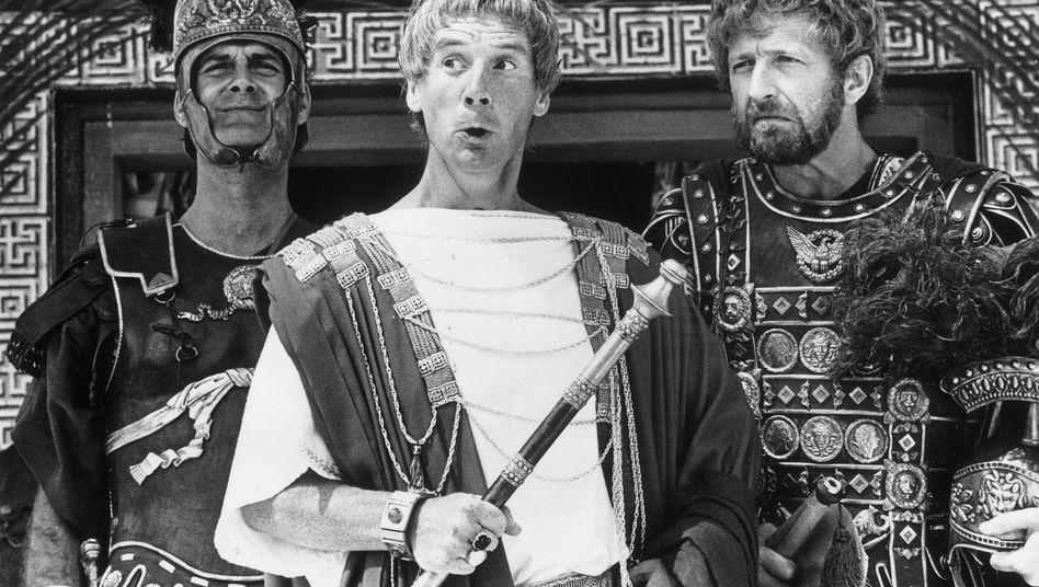 """Graham Chapman (rechts) als Schwanzus Longus in Monty Pythons """"Das Leben des Brian"""""""