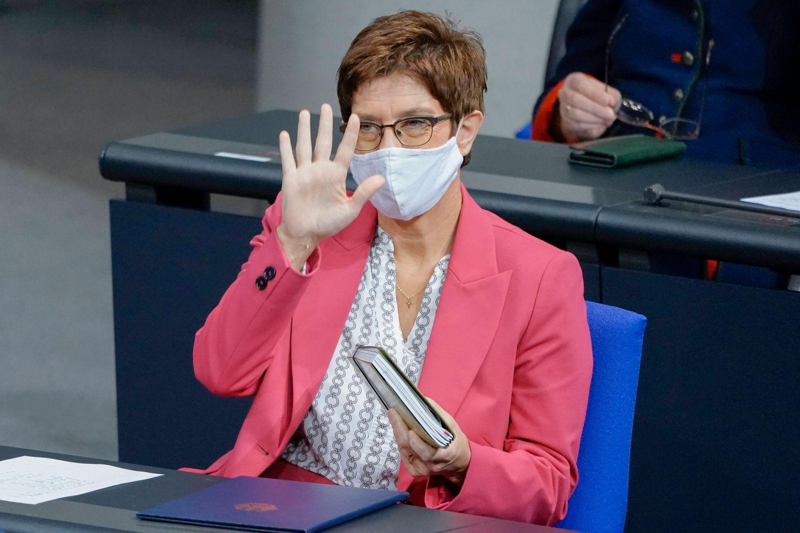 192. Bundestagssitzung in Berlin Aktuell, 19.11.2020, Berlin, Annegret Kramp-Karrenbauer die Bundesministerin der Verte
