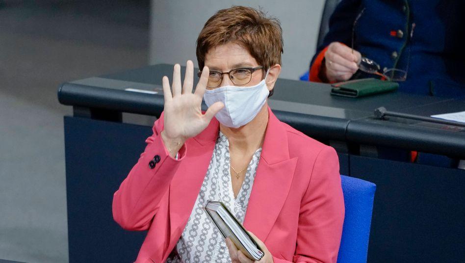 Verteidigungsministerin Annegret Kramp-Karrenbauer (CDU) im Bundestag
