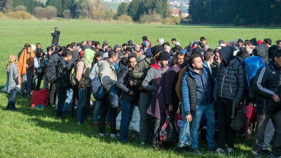 Flüchtlinge an der österreichisch-deutschen Grenze (Aufnahme vom Oktober 2015)