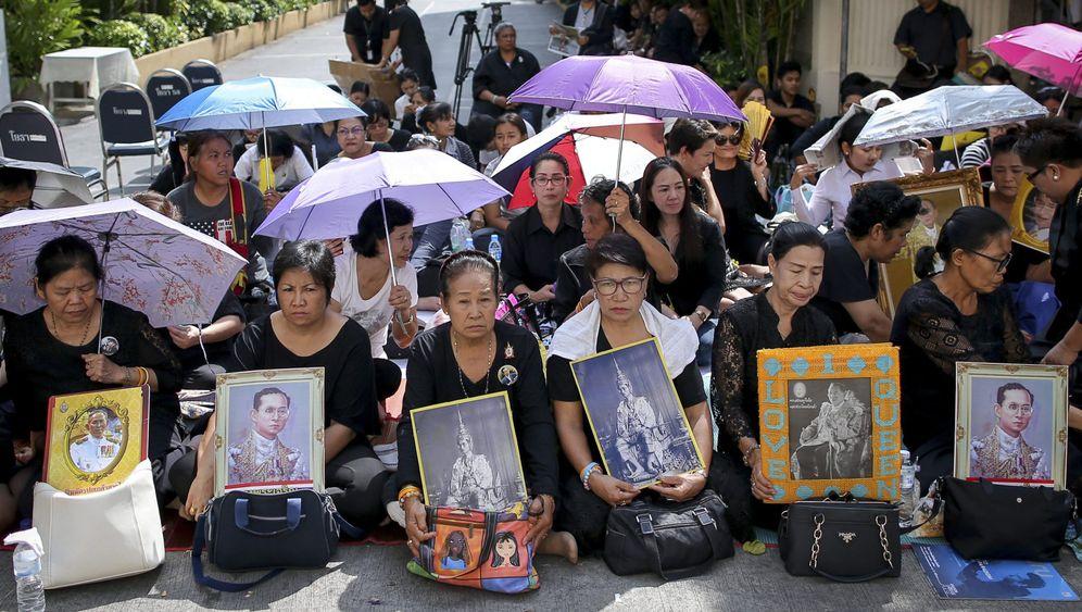 Thailand in tiefer Trauer: Abschied von König Bhumibol