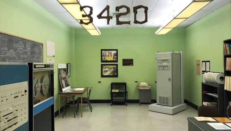 In den Sechzigern war das eine hochmoderne Ausstattung: Von diesem Raum aus gelang 1969 die erste Internetverbindung.
