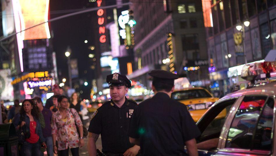 Bombe in New York: Jagd nach dem Mann im roten T-Shirt