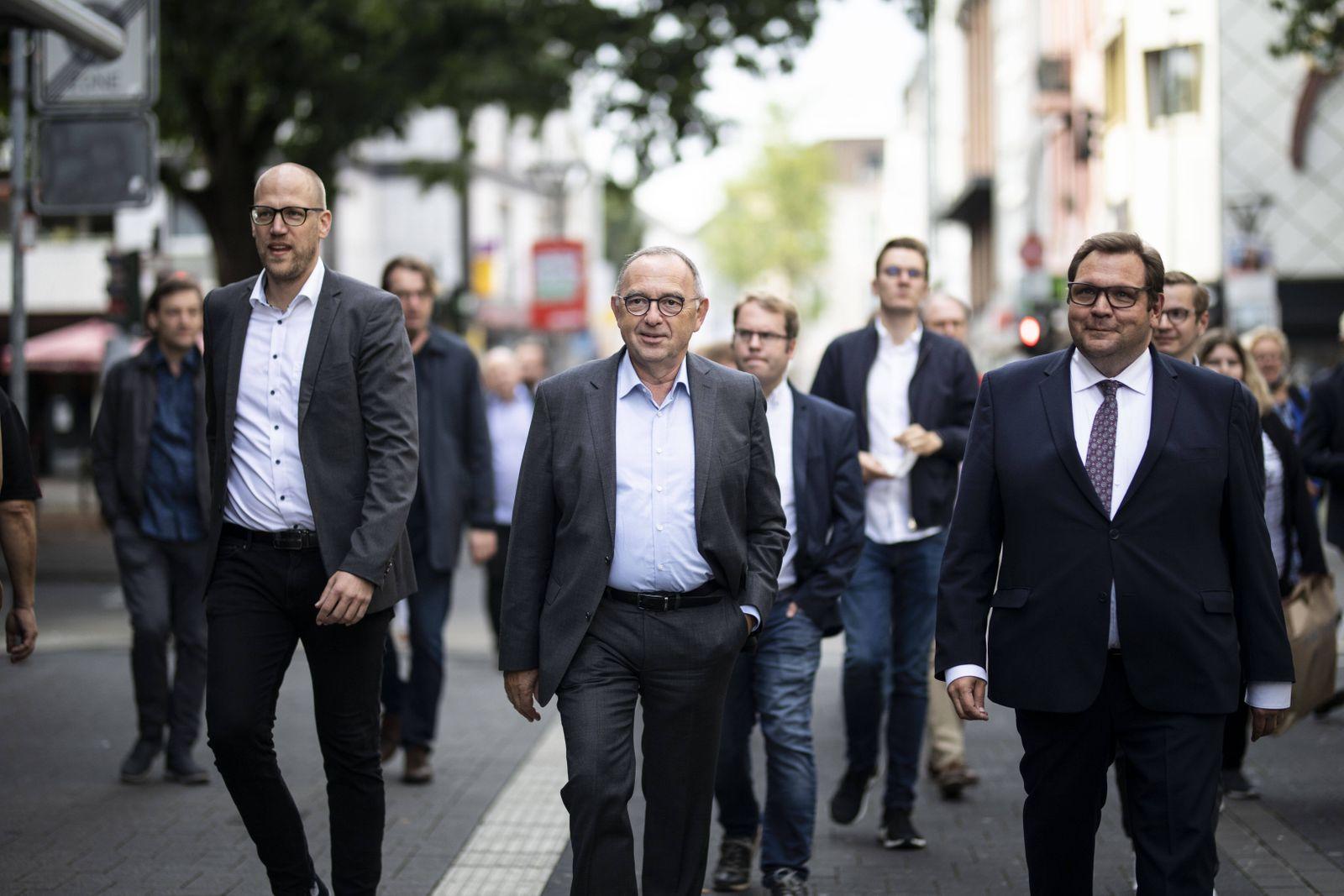 Norbert Walter-Borjans (M), Bundesvorsitzender der SPD, trifft Frank Meyer (R), Oberbuergermeister in Krefeld und SPD-K