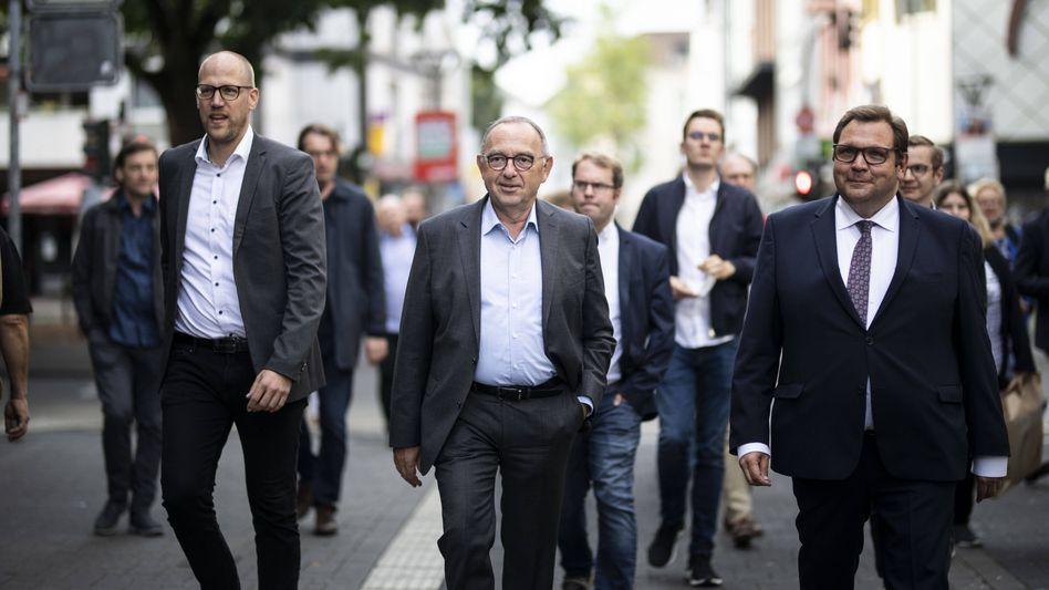 SPD-Chef Norbert Walter-Borjans mit Krefelds Oberbürgermeister Frank Meyer (r.)