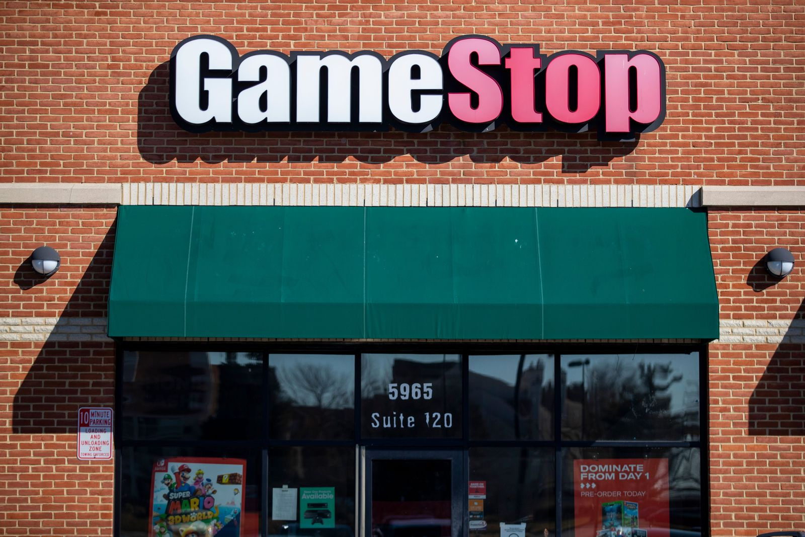 Robinhood stops allowing users to buy Game Stop stock, Springfield, USA - 28 Jan 2021