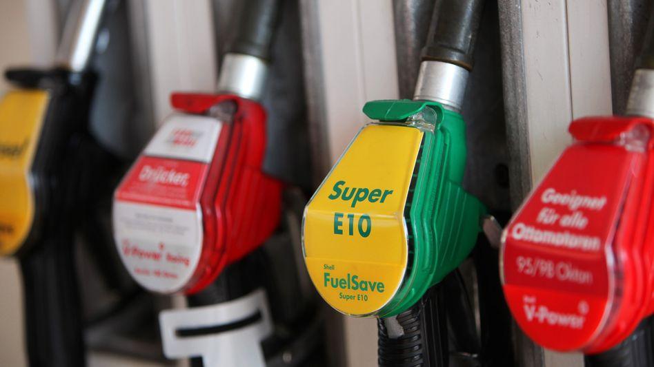 Zapfsäule mit E10 und herkömmlichen Sorten: Verunsicherte Verbraucher