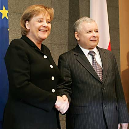 Merkel und Polens Ministerpräsidcent Jaroslaw Kaczynski: Lenkt Warschau ein?