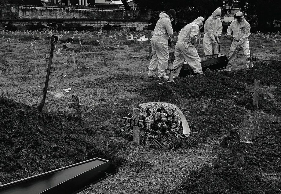 The dead: The burial of a victim of the coronavirus in Rio. It's becoming harder and harder to avoid the virus.