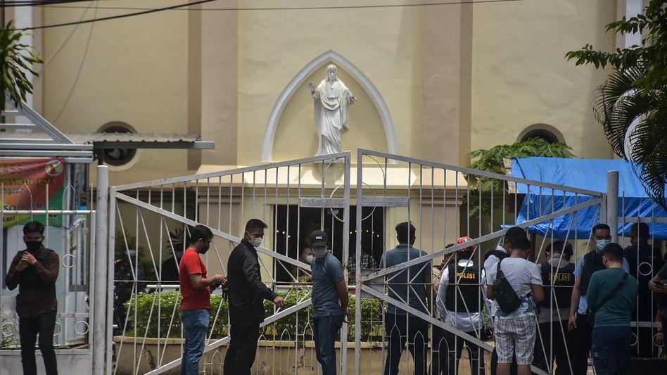 Kirche in Makassar nach dem Attentat