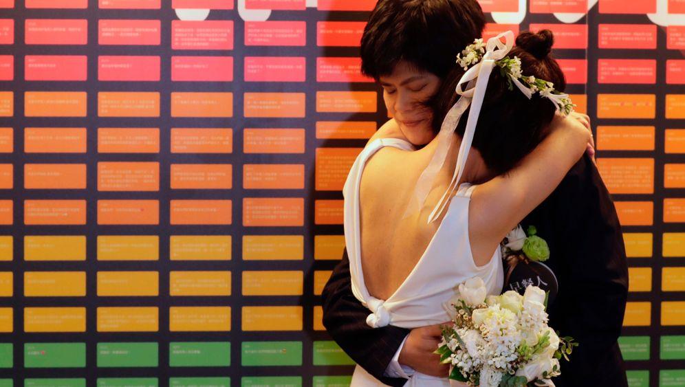 Taiwan: Erste gleichgeschlechtliche Paare heiraten