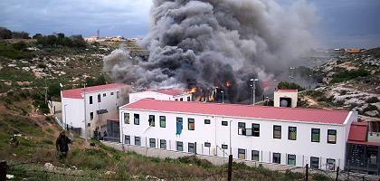 Brand auf Lampedusa: Flüchtlinge wollten Tore aufbrechen