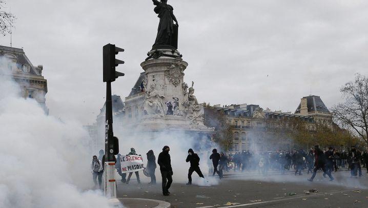 Demo in Paris: Polizei nimmt Aktivisten fest