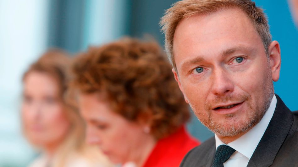Christian Lindner, Lencke Steiner (l.), Nicola Beer: Aus der Zeit gefallen