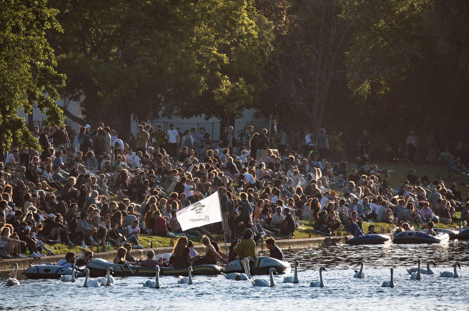 May 31, 2020, Berlin, Berlin, Germany: People enjoy an afternoon on the Landwehr Canal (Landwehrkanal) river in Berlin,