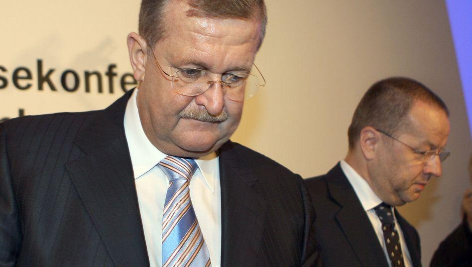Manager Wiedeking (l.) und Härter (r.) (2008): Juristische Konsequenzen drohen
