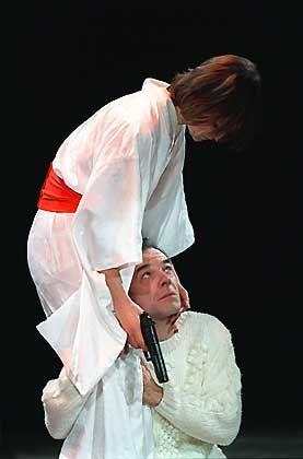 Dr. Guido Kroll (Martin Wuttke) mit der Ex-Terroristin Margit Rosmer (Sophie Rois)